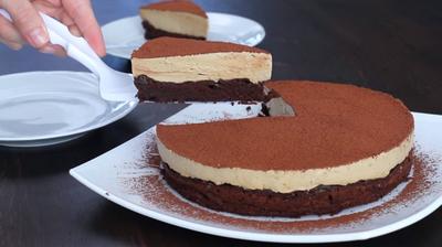 VIDEO Tort de ciocolata cu crema de cafea! Reteta fara faina
