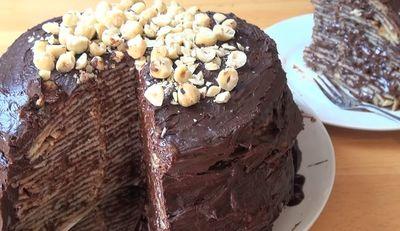 VIDEO! Tort de clatite cu ciocolata, fara coacere! Gata in 10 minute!