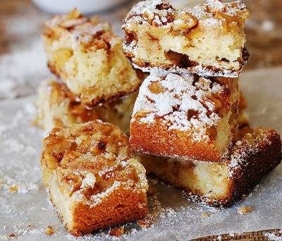 Cea mai usoara prajitura cu mere! Uite ce simplu se prepara!