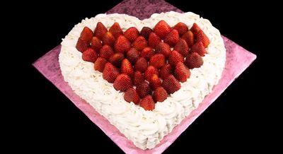 VIDEO! Invata sa faci un tort in forma de inimioara de Ziua Indragostitilor!