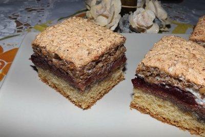 Desert ca la bunica acasa: prajitura cu prune si nuci!