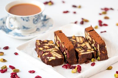Prajitura la rece cu ciocolata, miere si fistic! Se face fara coacere!