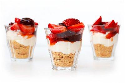 Reteta pentru mini-cheesecake cu capsuni. Gata in 5 minute