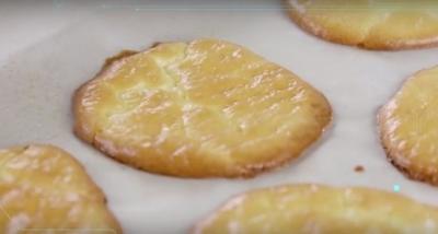 Cum faci paine din trei ingrediente, fara carbohidrati! Incearca reteta asta!