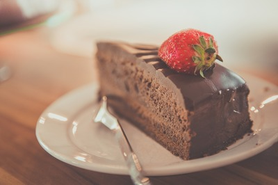 "Tort ""Ciocodream"" cu crema bogata de ciocolata si blat pufos de cacao!"