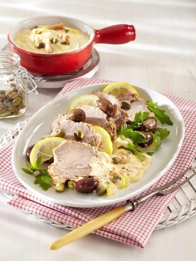 Reteta delicioasa - Ceafa de porc cu sos de smantana si capere