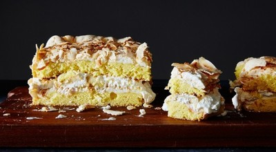 Cea mai buna prajitura din lume! Desert incredibil cu bezea, frisca si banane!