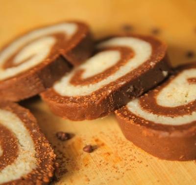 Rulada de biscuiti cu crema de nuca de cocos