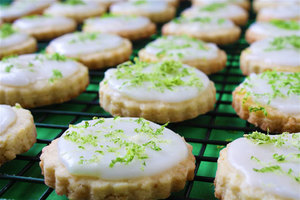 Biscuiti de post cu nuca de cocos si glazura de lime