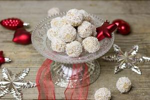 Bulgarasi de cocos, fara coacere, zahar, faina sau ulei - Desert de post