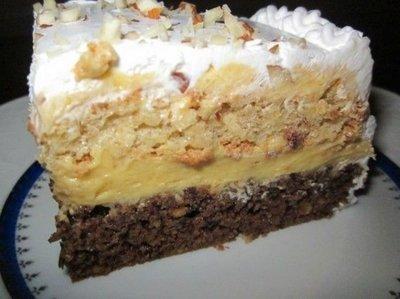 Prajitura Ambasador - desert delicios cu crema de vanilie si blat insiropat cu rom