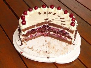 Desert genial de sarbatori: Tort de ciocolata cu visine