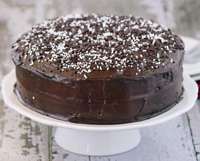 Tort festiv cu ciocolata pentru masa de Revelion - Se prepara rapid, din ingrediente simple