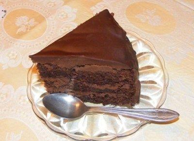 Cel mai bun desert pentru Sf. Ioan - Tort cu crema de ciocolata