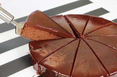 Tort de cacao din cinci ingrediente - Nu ai mancat nimic mai simplu si mai gustos