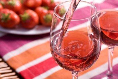 Asa se prepara vinul de capsuni! Aromat si racoritor