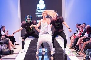 Anda Adam a facut show la Bucharest Fashion Week!