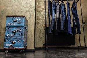 Alexander McQueen, Michael Kors, Dsquared2, Neil Barrett isi aduc piesele vestimentare si in Romania!