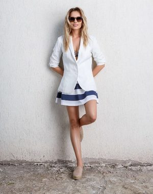 Laura Cosoi iti spune cum sa te imbraci in aceasta vara!