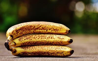 A fiert o banana, a baut apa obtinuta si s-a vindecat de o boala teribila!