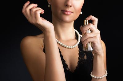 Femeile sunt influentate de miros, si nu de vedete, atunci cand aleg un parfum