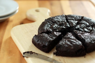 Uite cum sa faci tort de ciocolata neagra fara pic de zahar! E delicios