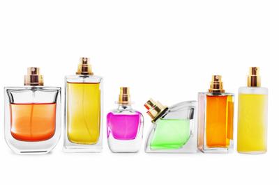 Nu-ti mai cumpara niciodata parfumuri false! Uite ce lucruri teribile contin!