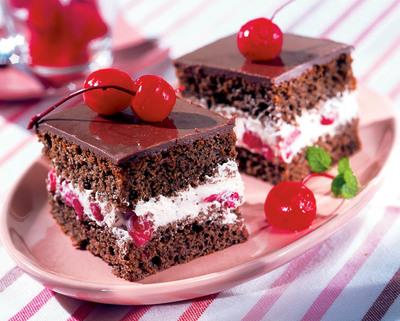 Un deliciu fara zahar si fara faina. Tort de ciocolata si visine!