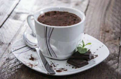 Adauga acest ingredient secret in ciocolata calda pentru a scapa de raceli si de tuse!