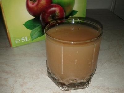 Cum se tine si de ce este foarte buna cura cu suc de mere