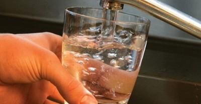 Bei doi litri de apa pe zi? Uite ce efect are acest obicei asupra organismului!