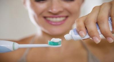 Foarte tare! Uite cat de des ar trebui sa-ti schimbi periuta de dinti!