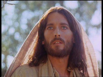 Iti mai aduci aminte actorul care l-a jucat pe Iisus din Nazaret - Filmul pe care il vedeam de fiecare Paste? Uite cum arata acum