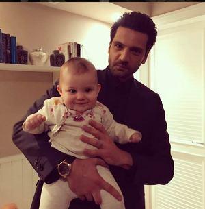 "Cum arata Emir din ""Dragoste infinita"", topit dupa bebelusul din serial!! Fetita care i-a vrajit pe toti actorii e considerata un ""copil-minune"""