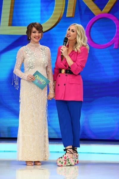 "Andreea Banica, prima aparitie in platoul ""Bravo, si stil!"" in calitate de prezentatoare a emisiunii"