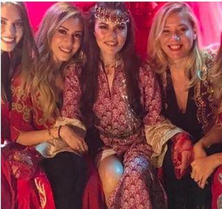 """Primele imagini de la petrecerea de henna a viitoarei sotii a lui Burak Ozcivit, actorul care-l interpreteaza pe Kemal in """"Dragoste infinita""""!"""