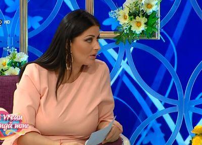 Gabriela Cristea a facut senzatie in timpul emisiunii! A imbracat o rochie roz pal!