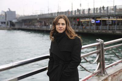 """Ezgi Asaroglu din serialul """"Bahar: Viata furata"""", rasfatata revistelor glossy din Turcia"""