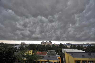Vremea se schimba. Urmeaza patru zile cu ploi torentiale si temperaturi scazute