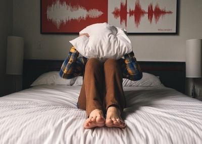 De ce tresari în timpul somnului! Creierul îţi transmite un mesaj vital!