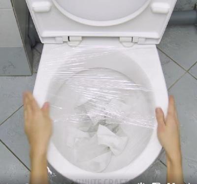 Toaleta infundata? Iata cum scapi de problema intr-un minut
