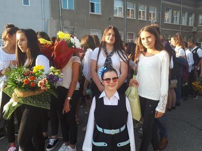 Imagine emotionanta cu Lorelai Mosnegutu in prima zi de scoala. Ce s-a intamplat dupa ce s-a asezat in prima banca din clasa