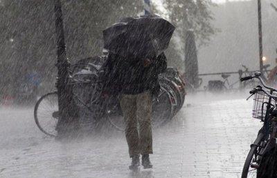 Vremea se răceşte! COD GALBEN de ploi torenţiale pentru mai multe judeţe