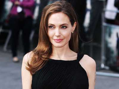 Angelina Jolie sufera de paralizia Bell
