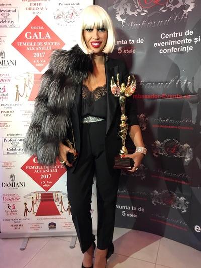 """Raluca Badulescu, indragita jurata de la """"Bravo, ai stil!"""", premiata la Gala Femei de Succes"""
