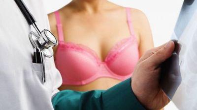 Acest obicei creste riscul de cancer la san. Toate femeile il fac