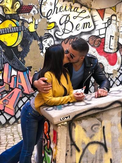 Tineri, populari şi sexy! Cele mai frumoase poze cu cel mai iubit cuplu din showbiz-ul românesc! Ce au anunţat recent
