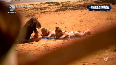 Exatlon 19 februarie. Mariana si Alina de la Exatlon au sarbatorit victoria, topless, pe plaja