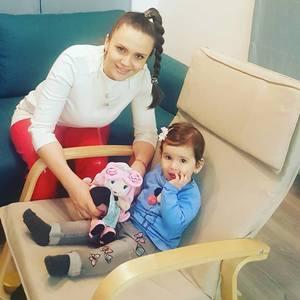 """Cristina Siscanu si-a bagat familia la post. """"vreau sa o duc pe Petra la biserica!"""""""