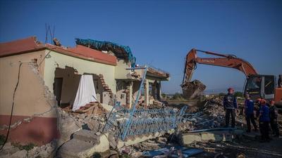 Cutremur de 5,2 grade. 13 persoane au fost ranite si numeroase cladiri avariate